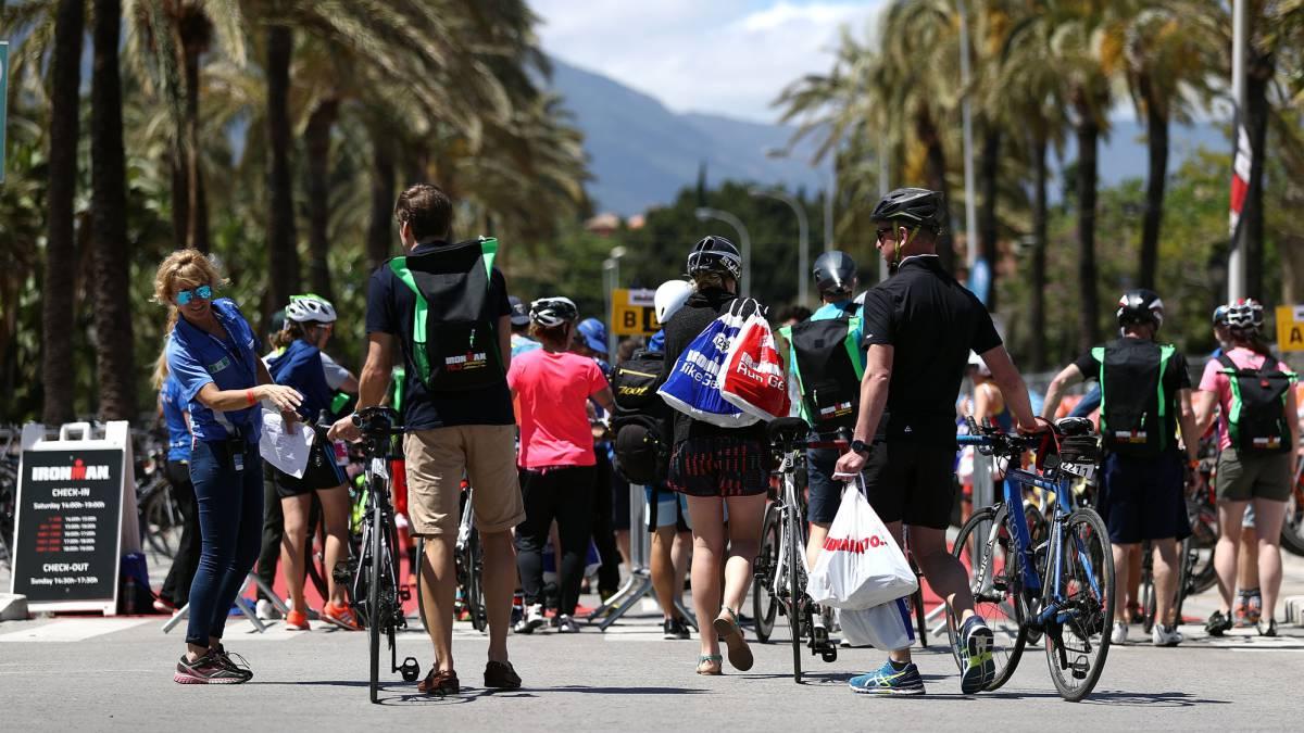 Triatleta que participo en el Ironman de Marbella 70.3 fallece en hospital luego de ser rescatada.