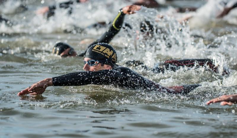 Triatleta tuvo problemas en natación, fue rescatado y falleció un día después en el IM 70.3 Boulder, Colorado.