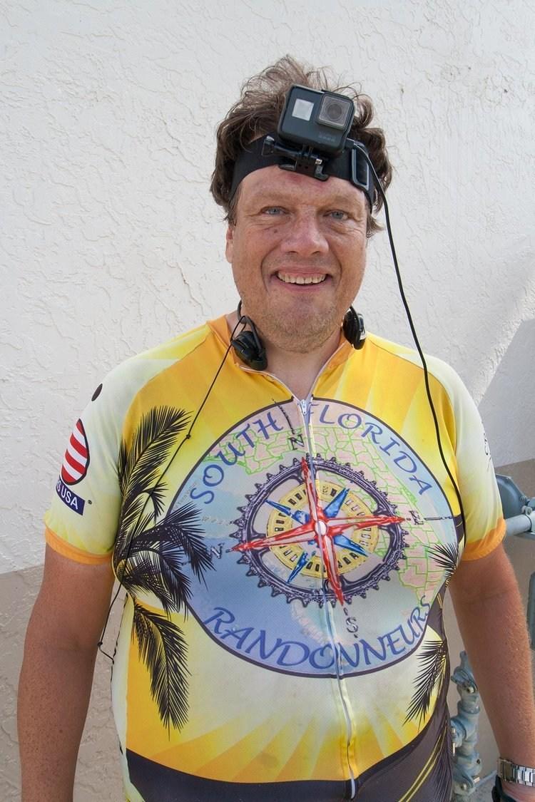 Jon Eggert de Miami hará el triatlón más largo del mundo.