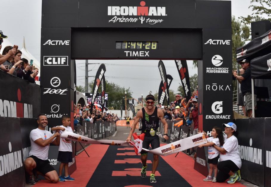¡Lionel Sanders entrena para Kona haciendo un Ironman!