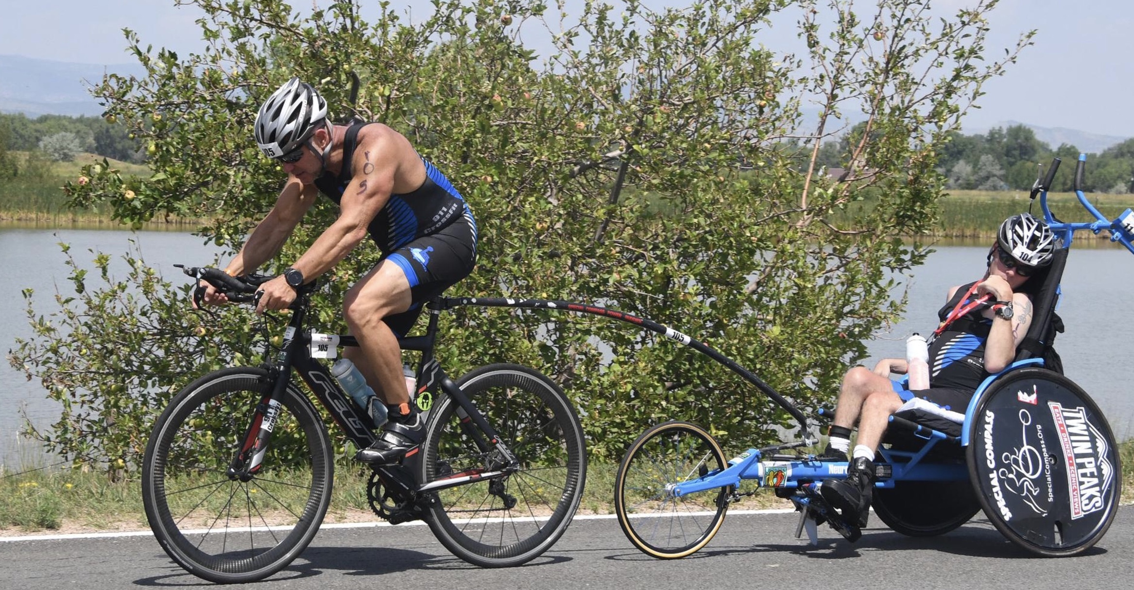 Jim y Michael Sayih, triatletas especiales que competirán en Challenge Daytona.