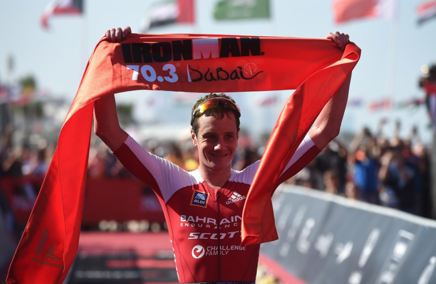 Va Alistair Brownlee a repetir triunfo en el 70.3 de Dubai